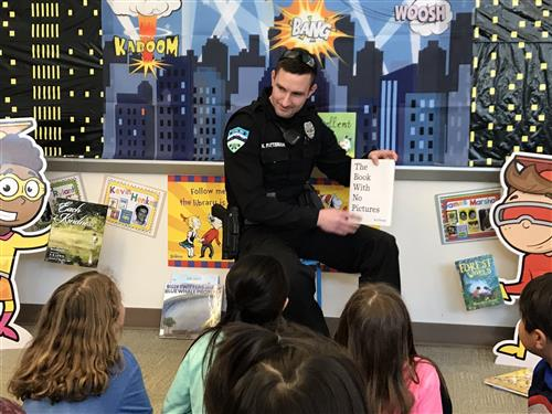 SRO reading to students