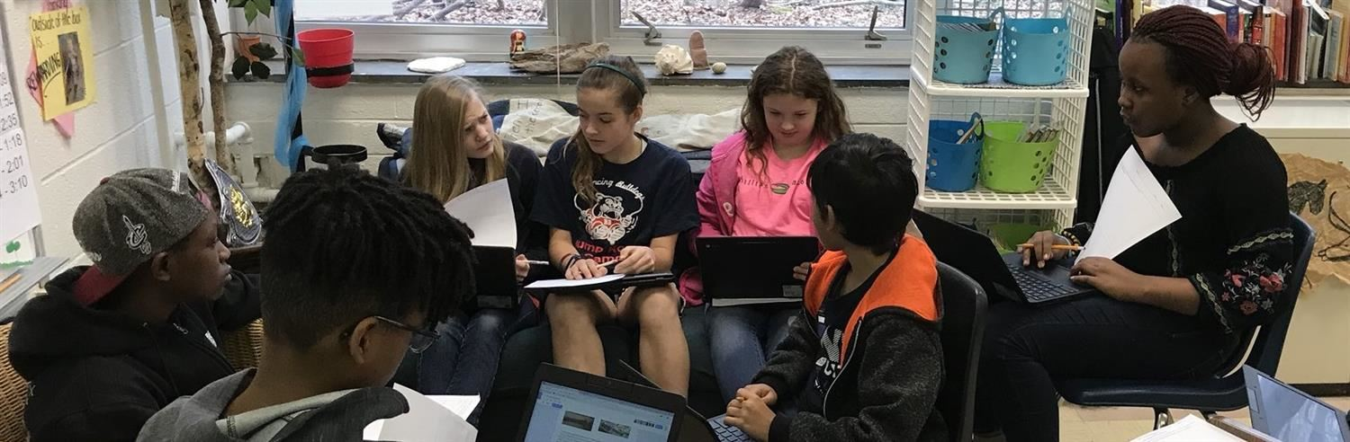 Picture of Middle School Students Collaborating